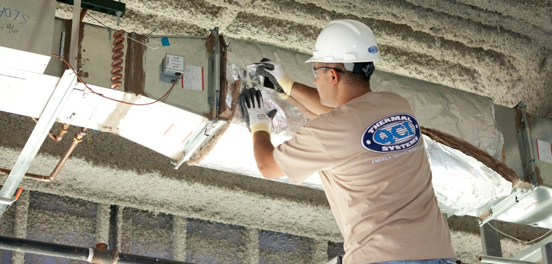 Insulator installing Fiberglass Duct Wrap insulation